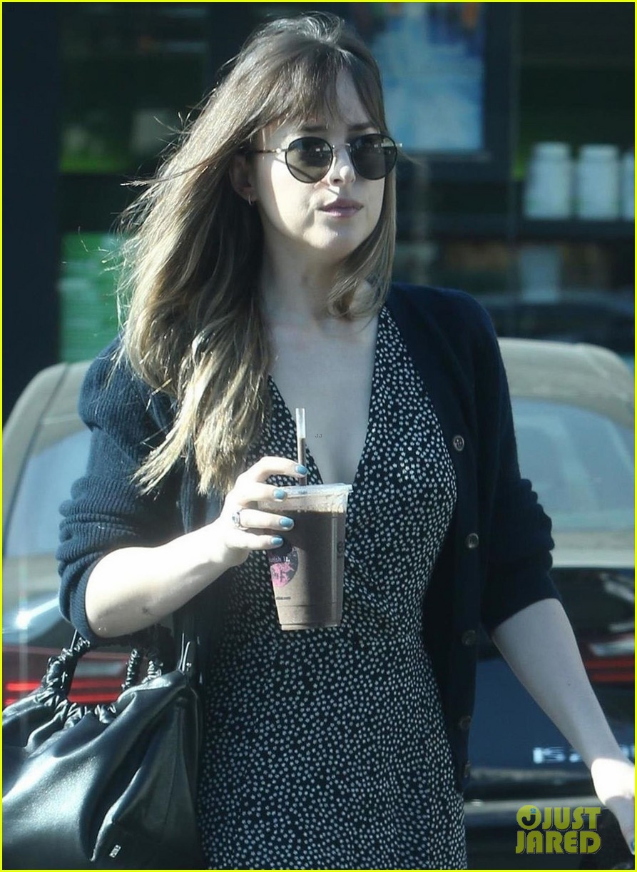 trdakota johnson smoothie run 024008015