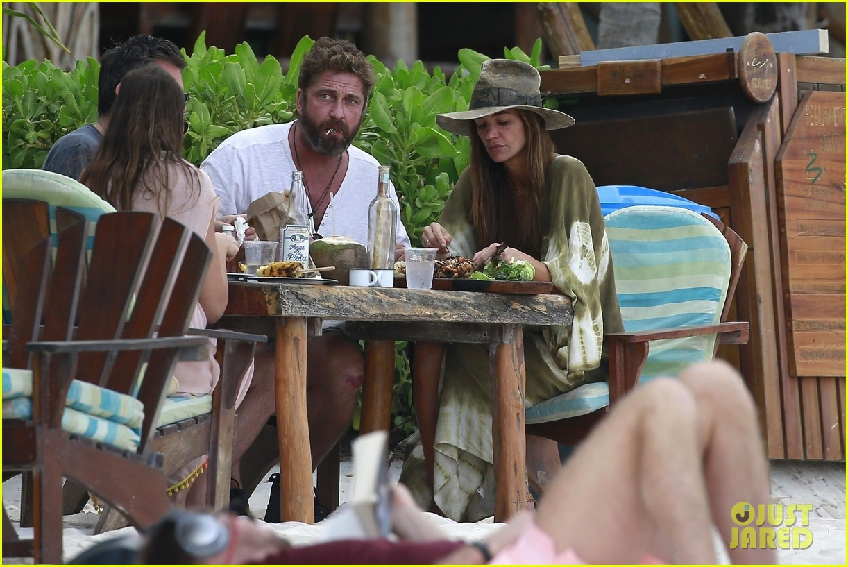 gerard butler girlfriend morgan show some pda during new years vacation 034007050