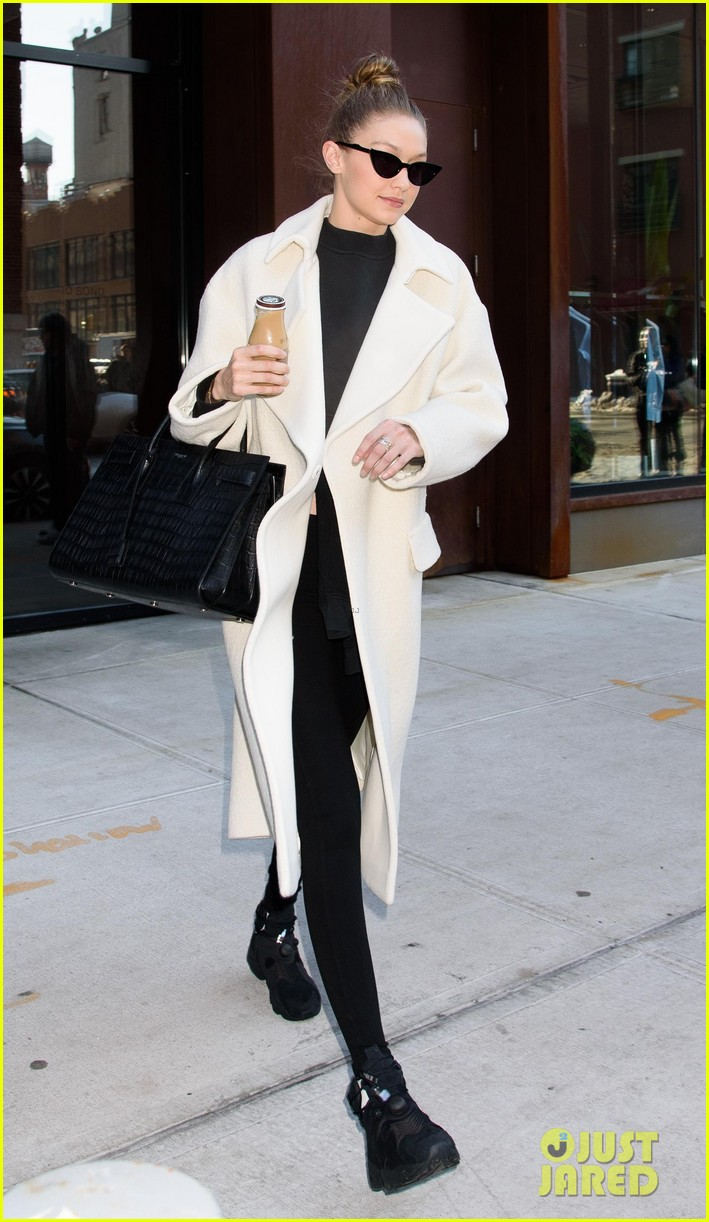 gigi hadid out about nyc 014012259