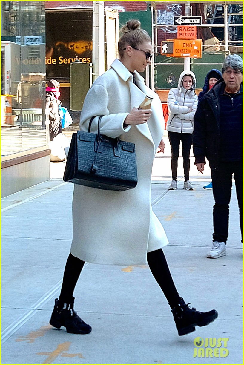 gigi hadid out about nyc 034012261