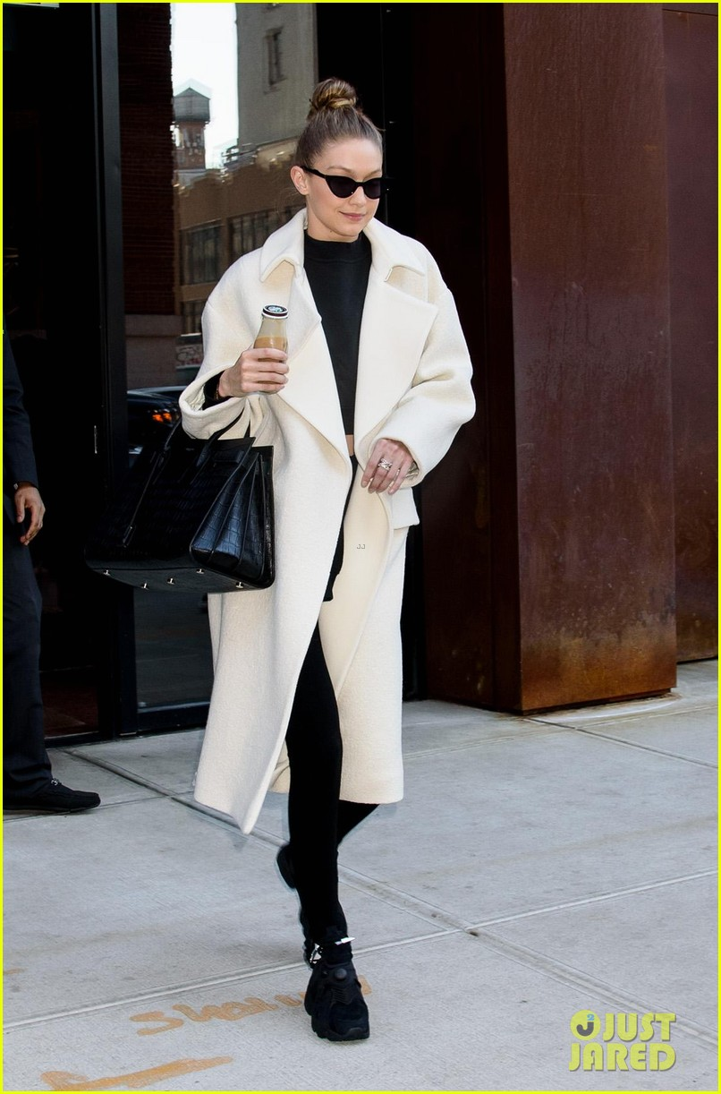 gigi hadid out about nyc 054012263