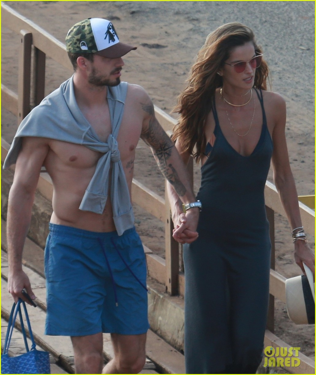 izabel goulart kevin trapp spend their new years day on yacht in brazil 014007056