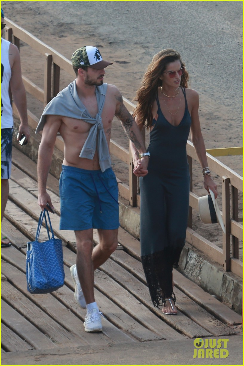 izabel goulart kevin trapp spend their new years day on yacht in brazil 034007058