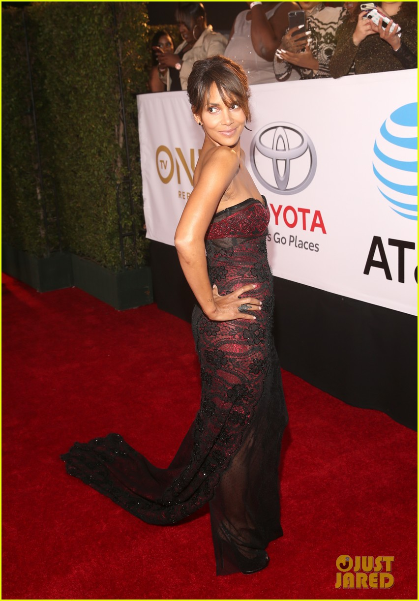 Halle Berry Wows in Sheer Gown at NAACP Image Awards 2018: Photo ...