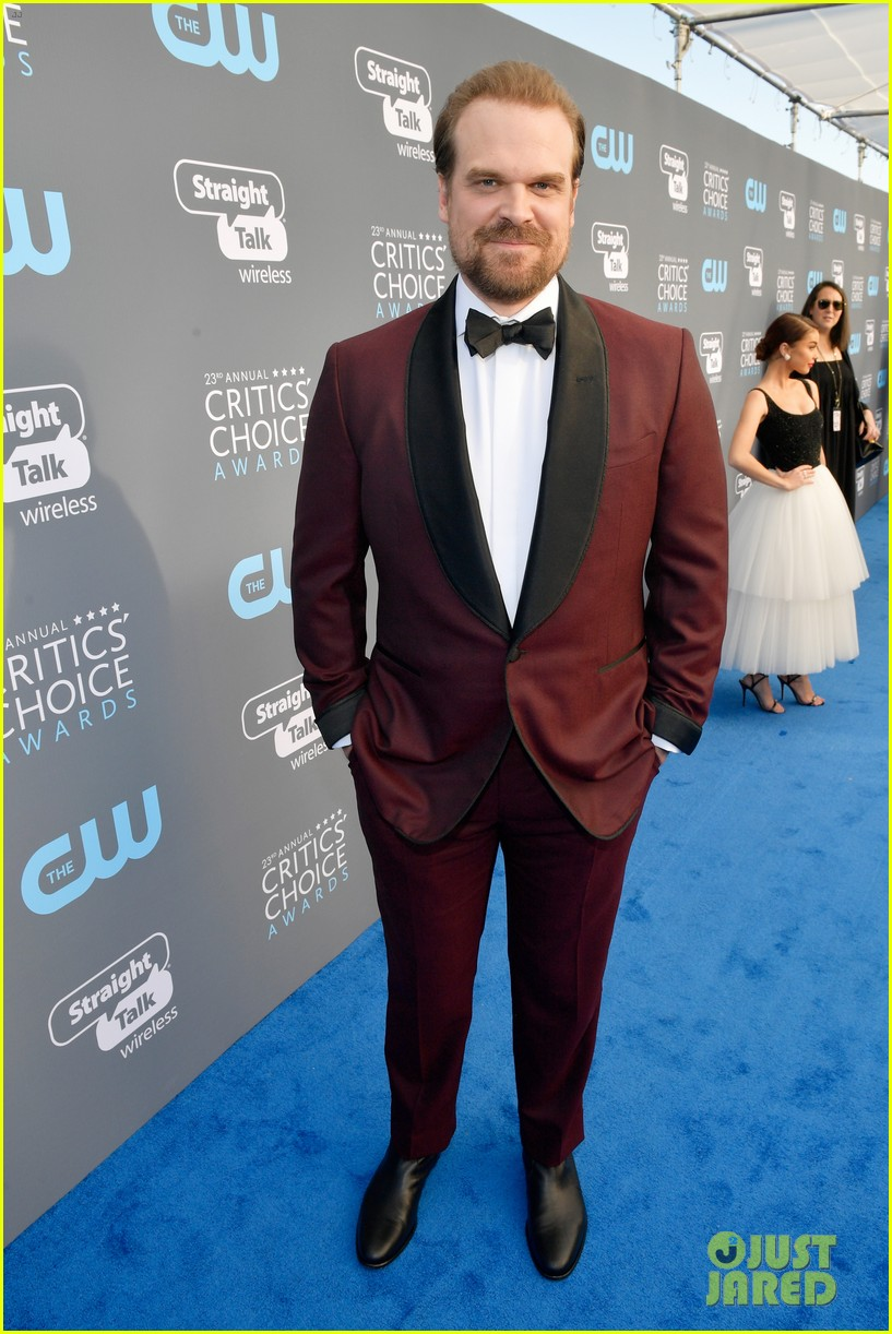 david harbour alison sudol critics choice awards 2018 094012996