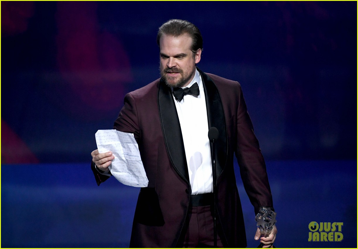 david harbour alison sudol critics choice awards 2018 114012998