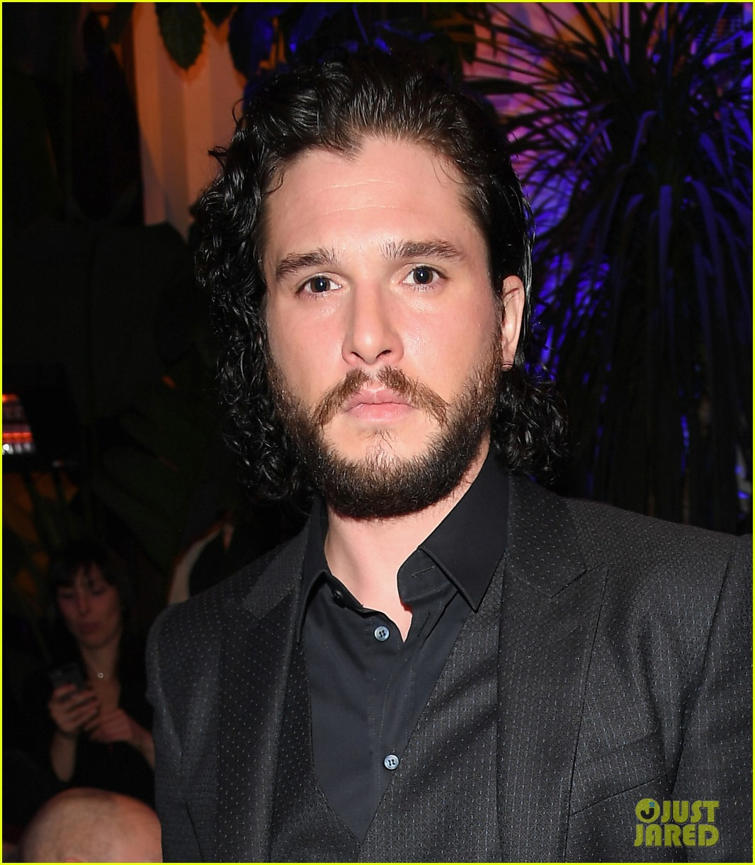 kit harington attends two dolce fashion shows in one day 034014274