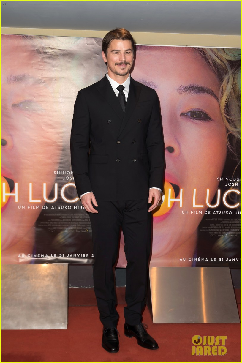 josh hartnett suits up in paris for oh lucy premiere 014015361