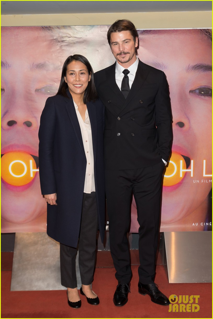 josh hartnett suits up in paris for oh lucy premiere 024015362