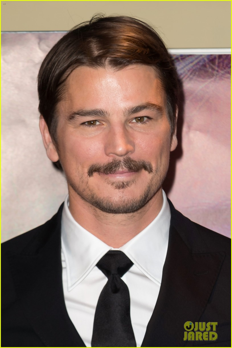 josh hartnett suits up in paris for oh lucy premiere 034015363