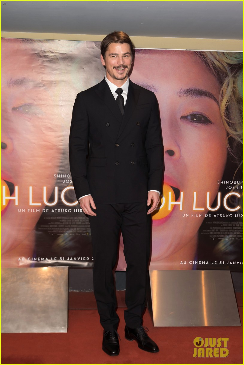 josh hartnett suits up in paris for oh lucy premiere 044015364