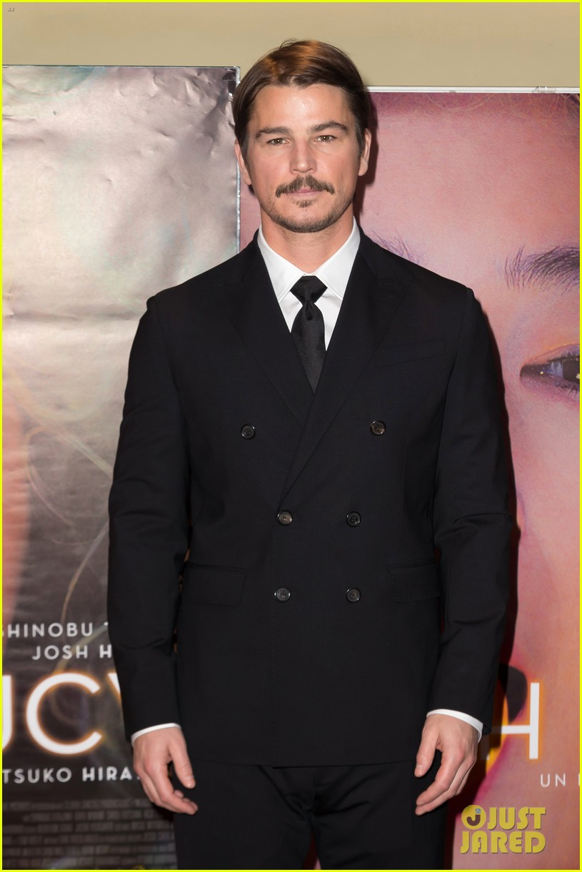 josh hartnett suits up in paris for oh lucy premiere 054015365