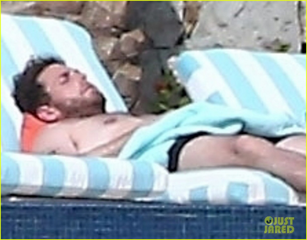 shirtless jonah hill and girlfriend get their tan on in cabo 034016103