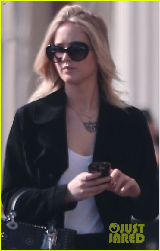 jennifer lawrence running errands in la 024014044
