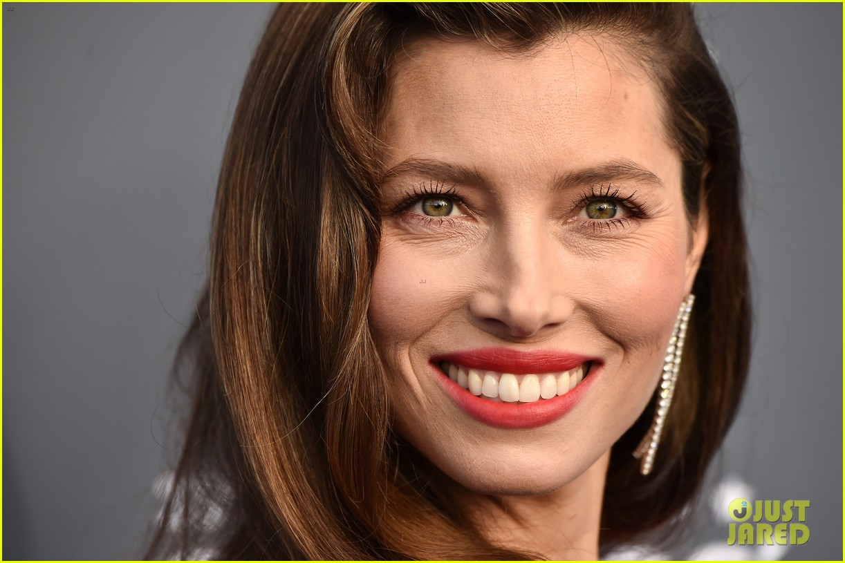 jessica biel critics choice 2018 054012941