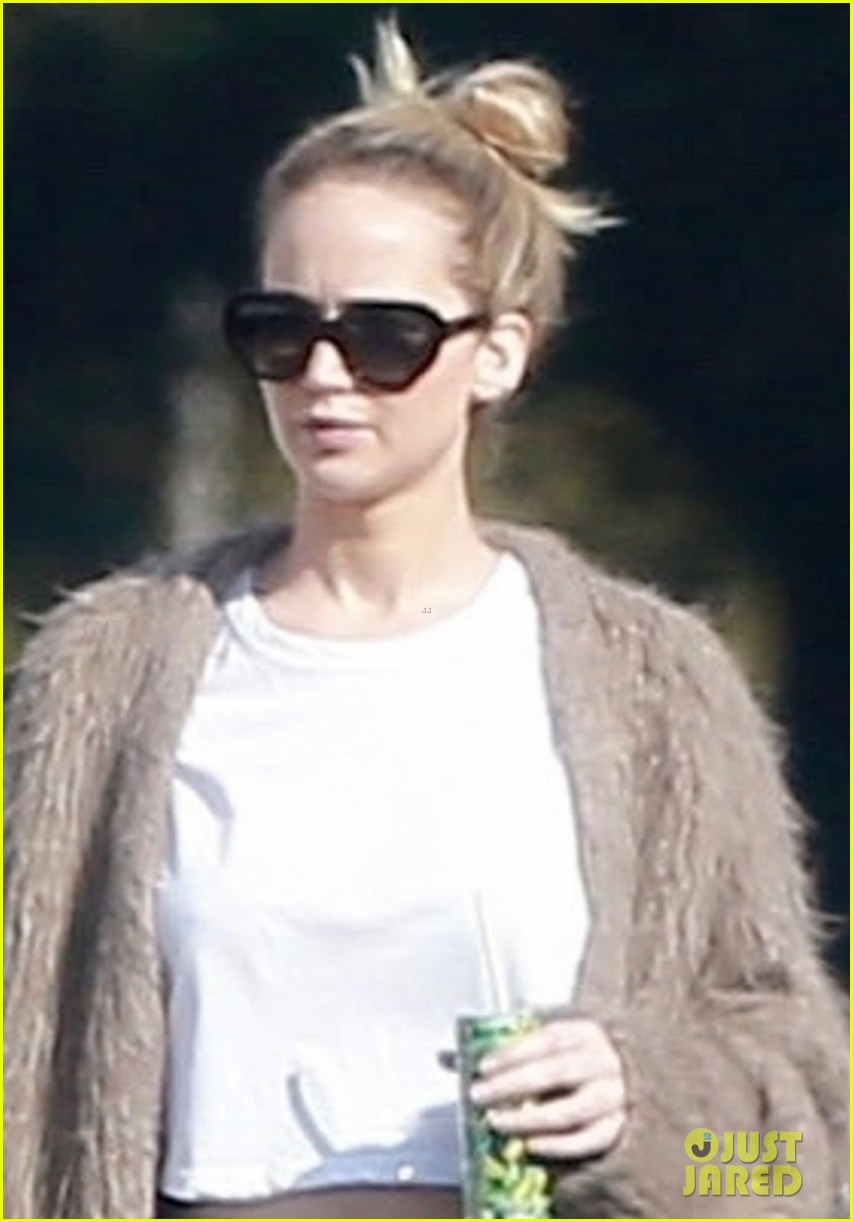 jennifer lawrence rocks house slippers while out shopping 024007579