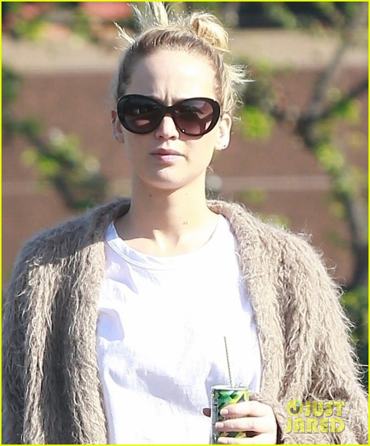 jennifer lawrence rocks house slippers while out shopping 044007581