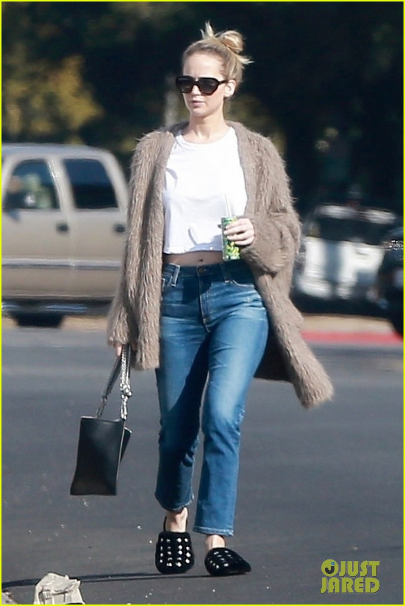 jennifer lawrence rocks house slippers while out shopping 094007586