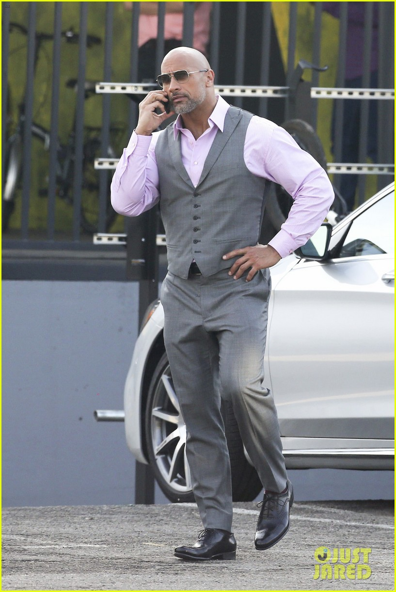 Dwayne Johnson Amp Russell Brand Hang Out On Ballers Set