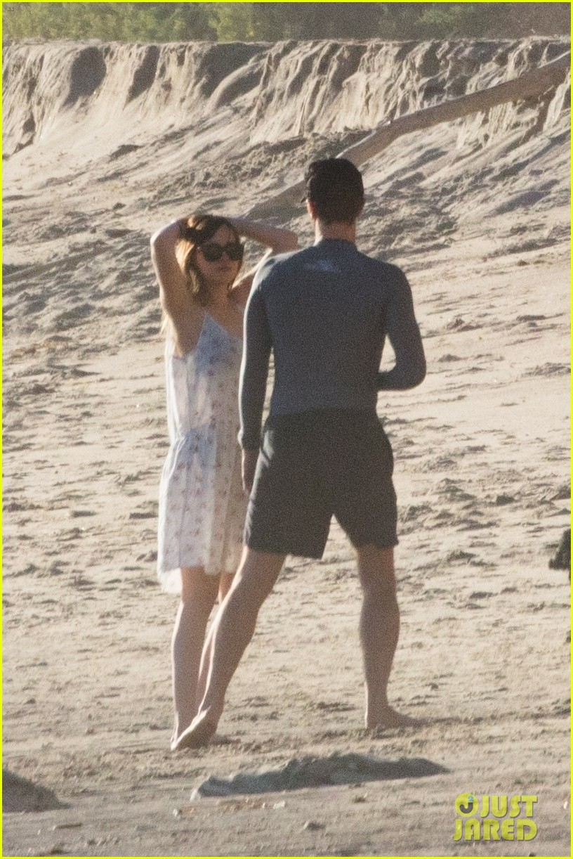 dakota johnson chris martin beach photos 074015205