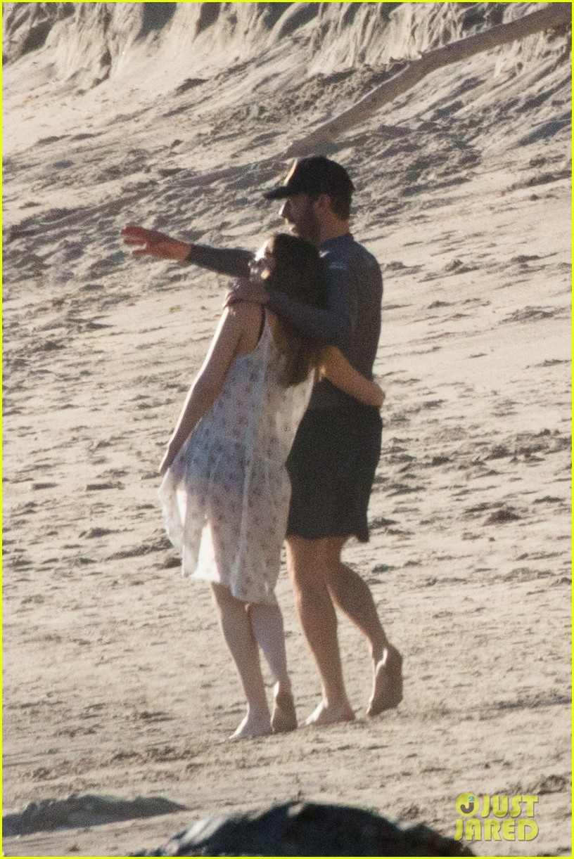 dakota johnson chris martin beach photos 094015207