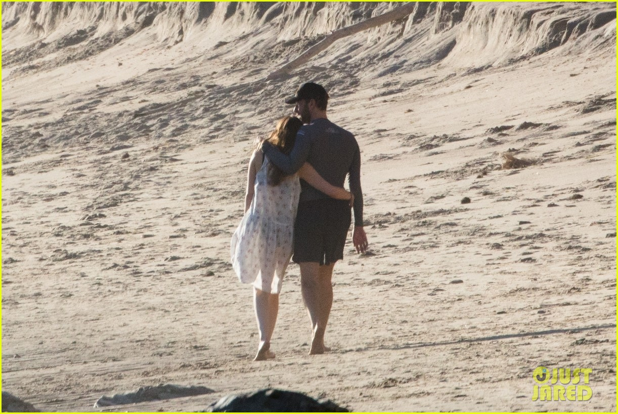 dakota johnson chris martin beach photos 144015212