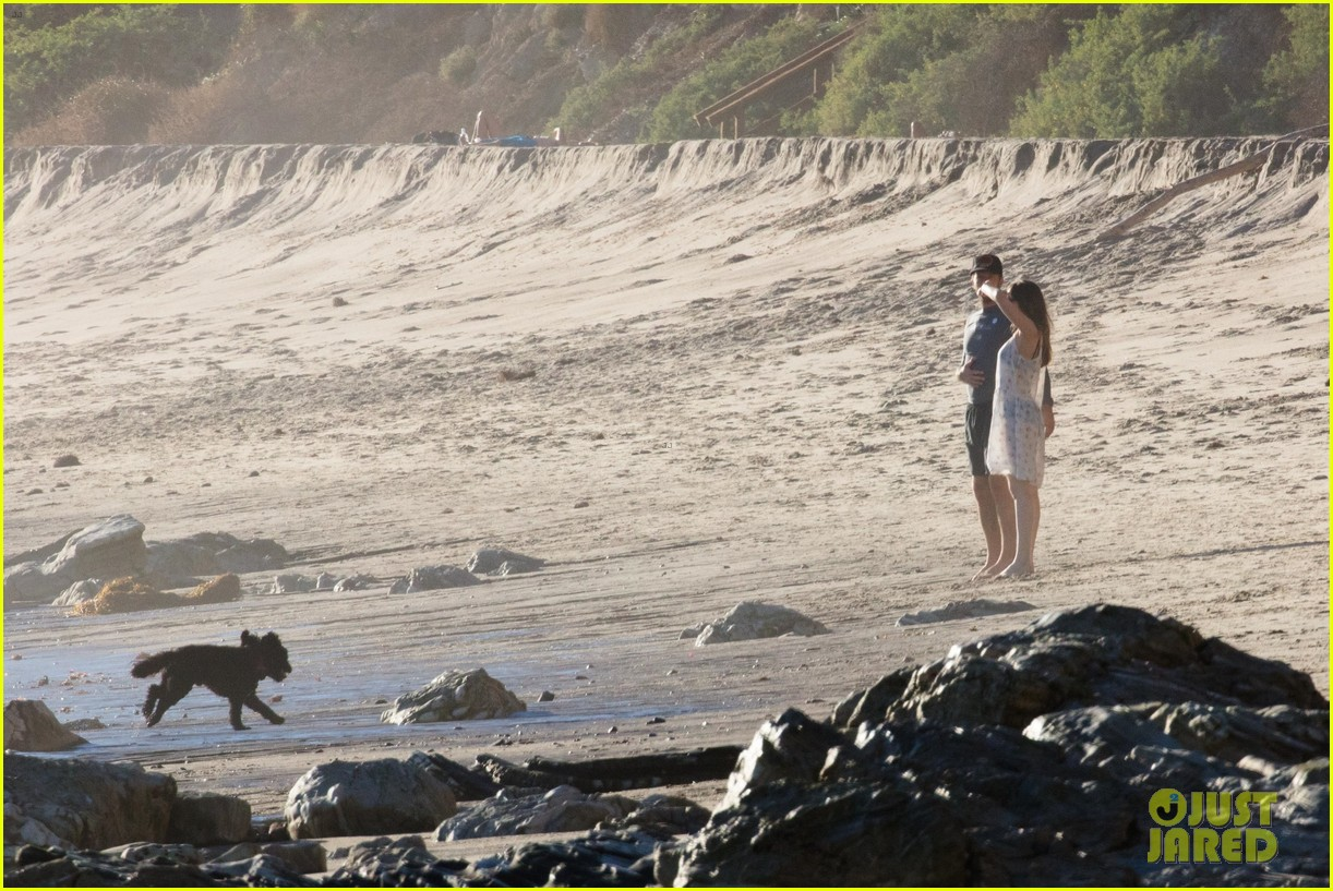 dakota johnson chris martin beach photos 284015226