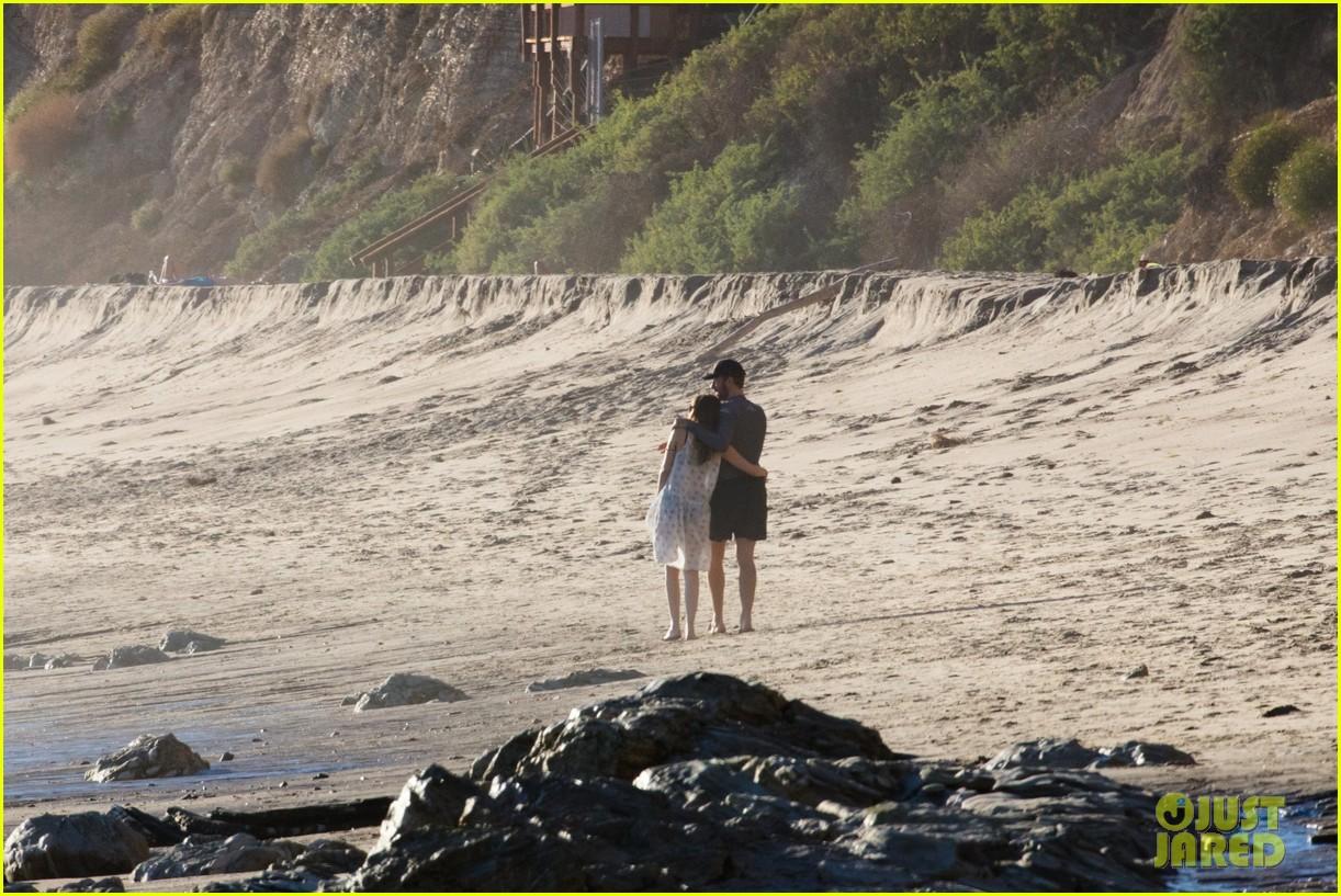 dakota johnson chris martin beach photos 294015227