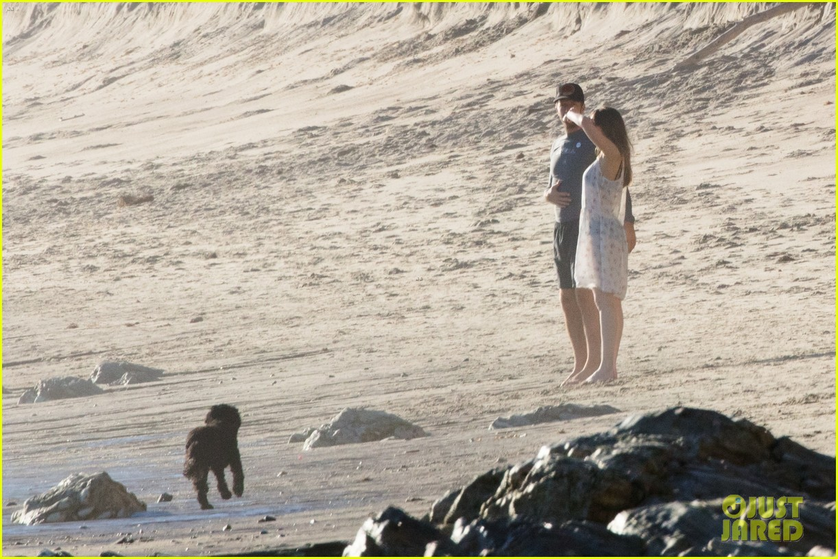 dakota johnson chris martin beach photos 304015228
