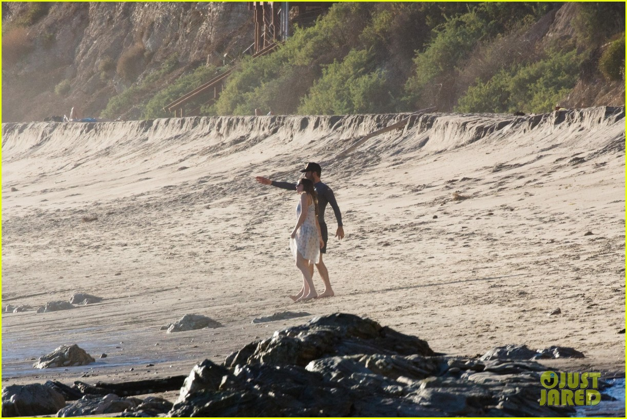 dakota johnson chris martin beach photos 354015233
