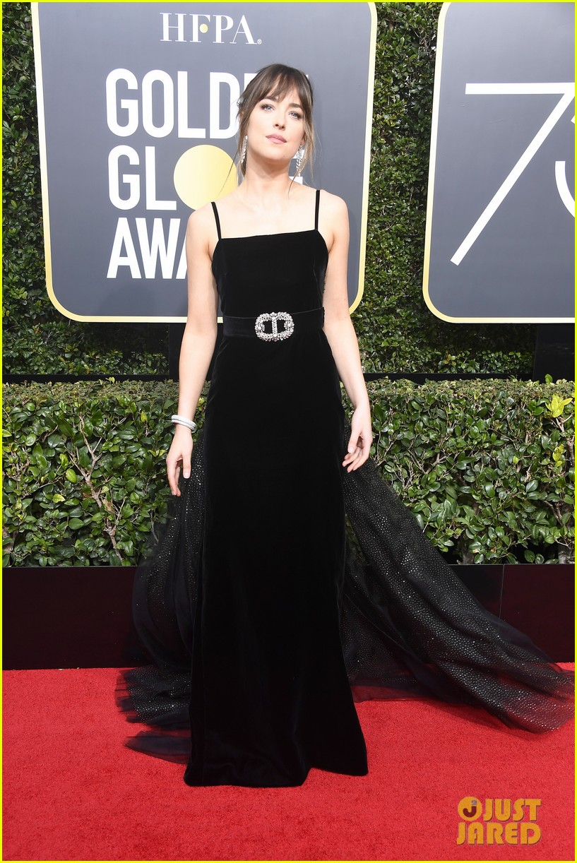 dakota johnson golden globes 2018 014009347