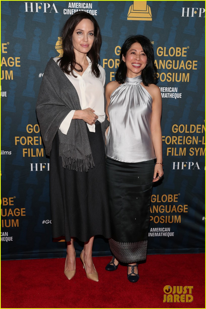 angelina jolie celebrates foreign language films ahead of the golden globes 014008576