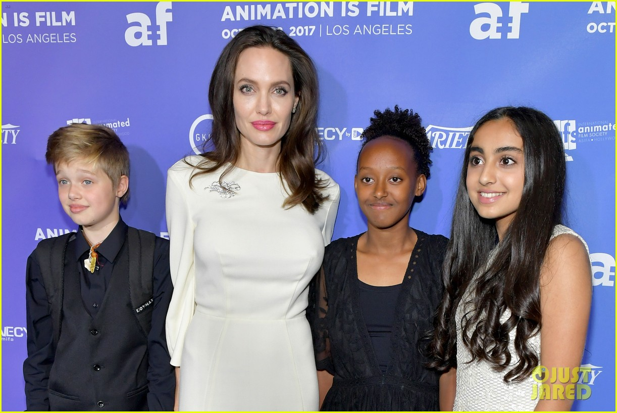 shiloh jolie pitt injured arm 034011369