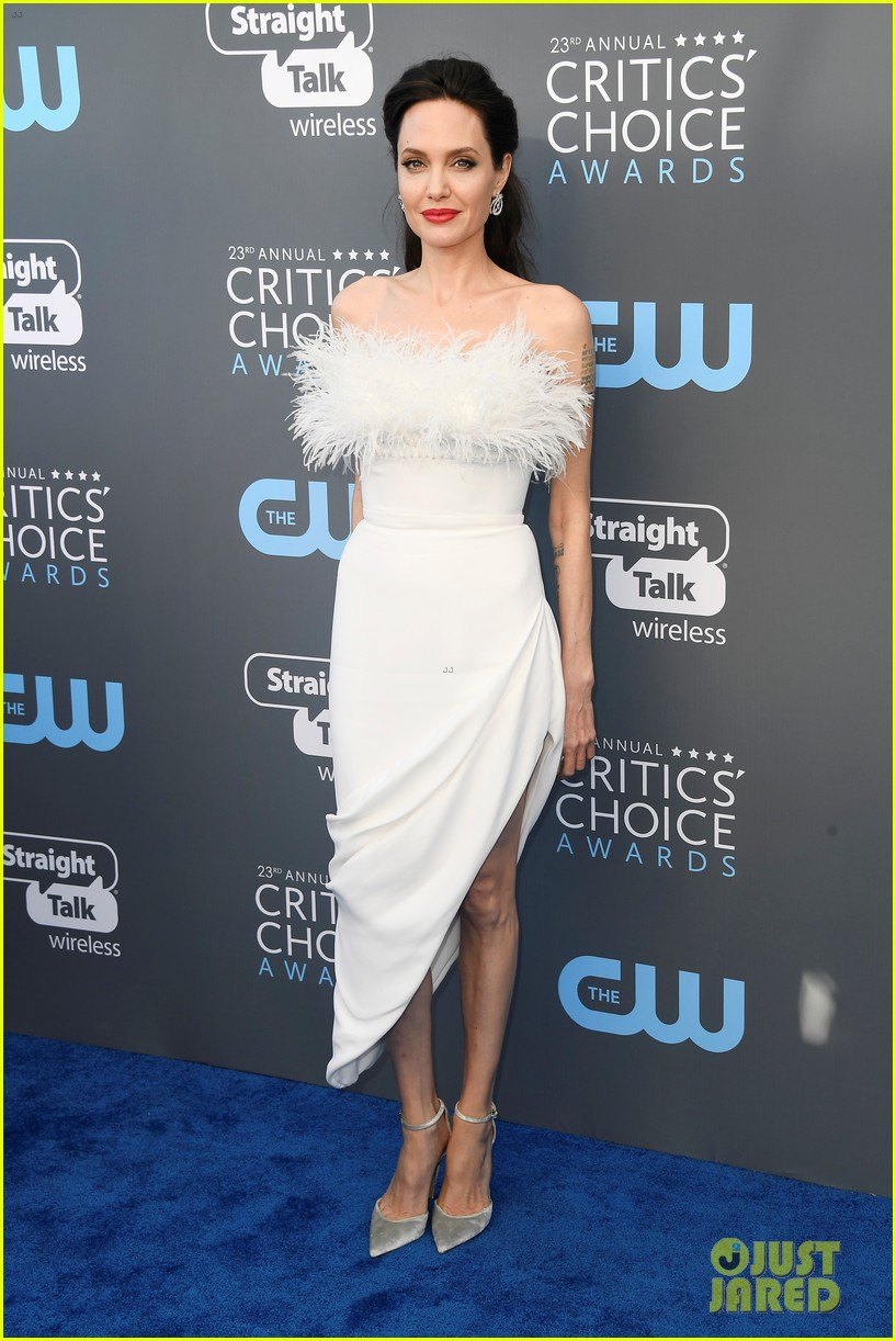 angelina jolie critics choice awards 2018 014012797