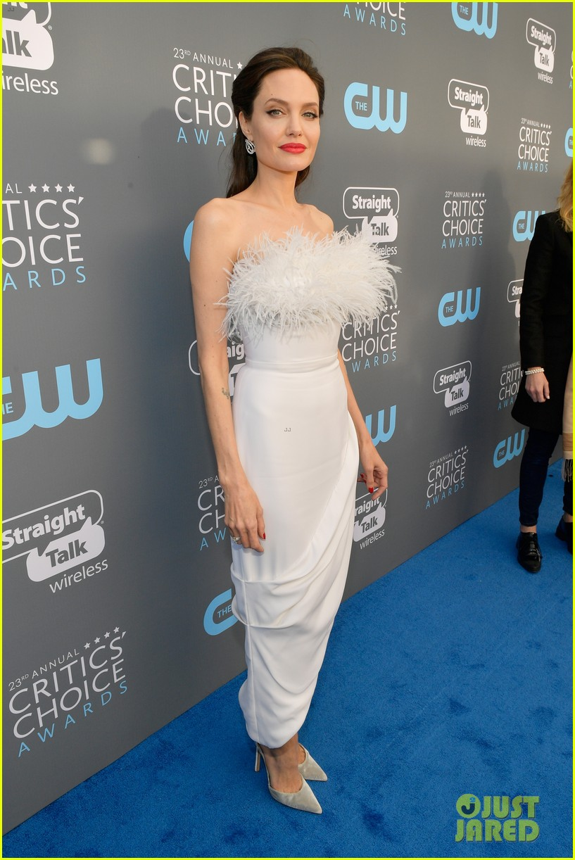 angelina jolie critics choice awards 2018 054012801
