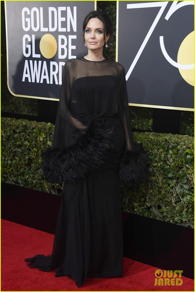 angelina jolie golden globes 2018 red carpet 014009505