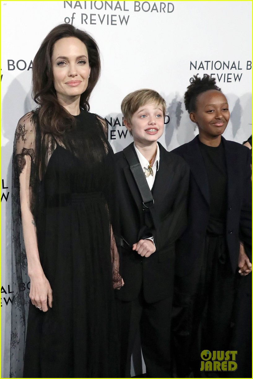 angelina jolies injured daughter shiloh nbr awards 024011900