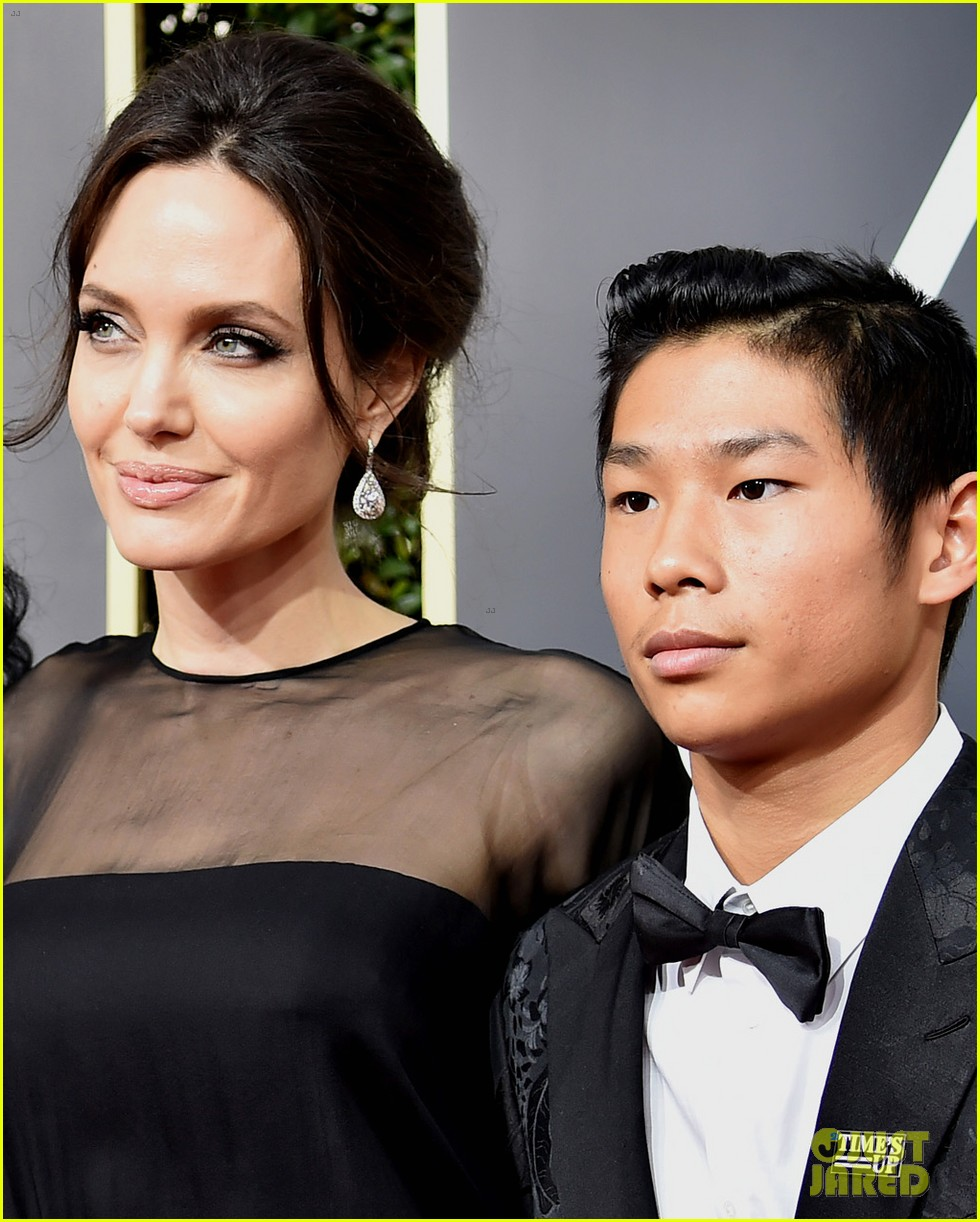 angelina jolie son pax wears times up pin golden globes 2018 024010333
