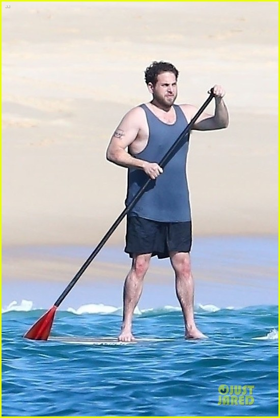 jonah hill kisses his girlfriend on the beach in hawaii 024014830