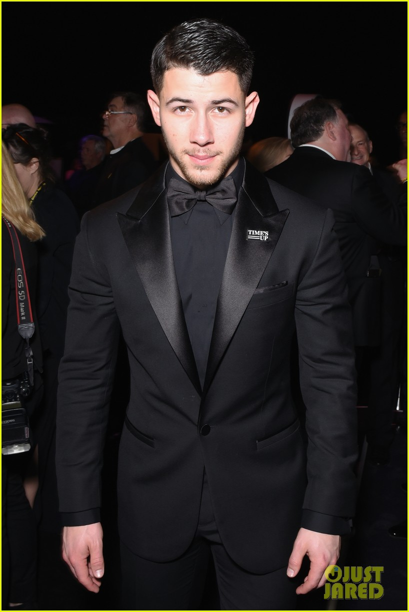 joe jonas nick jonas golden globes 2018 054010989