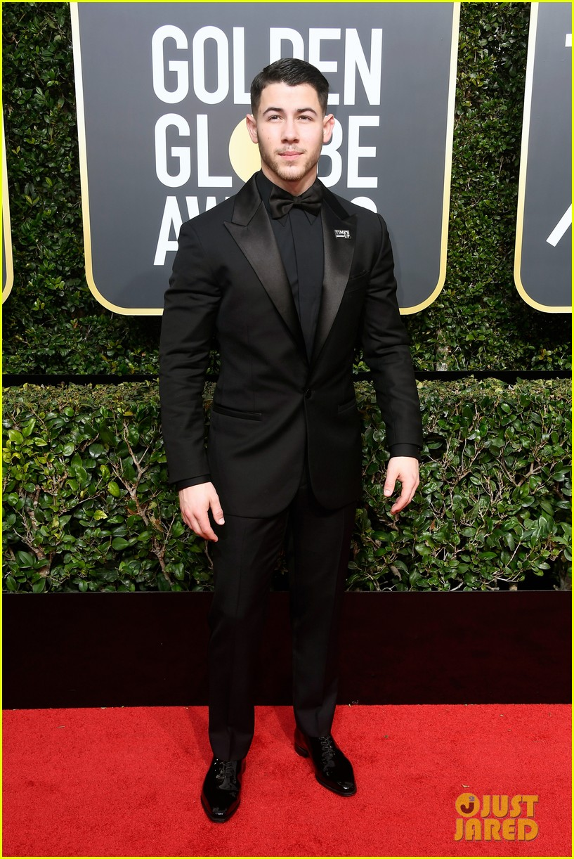 joe jonas nick jonas golden globes 2018 074010991