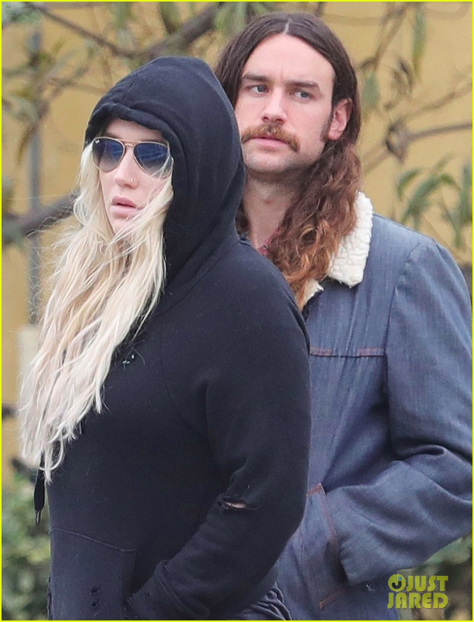 kesha boyfriend brad Ashenfelter couple up for lunch in la 024012092