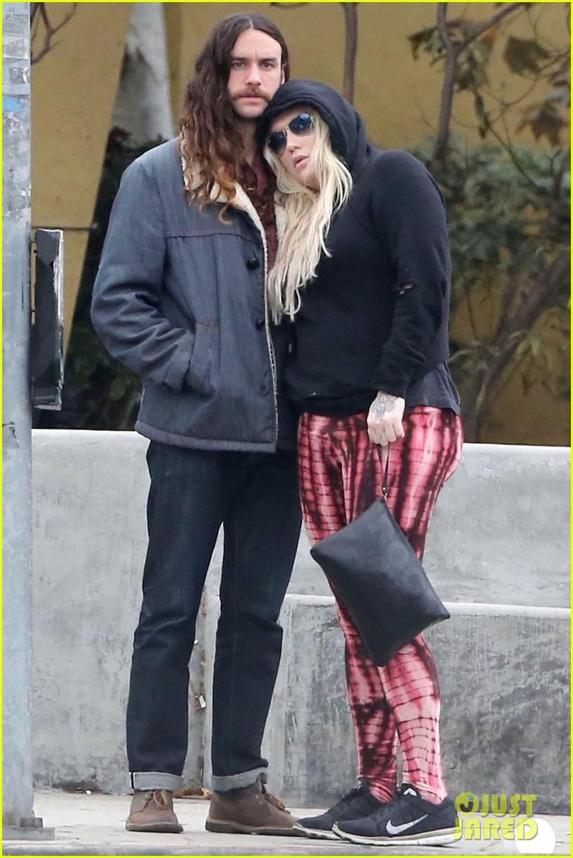 Kesha Amp Boyfriend Brad Ashenfelter Couple Up For Lunch In