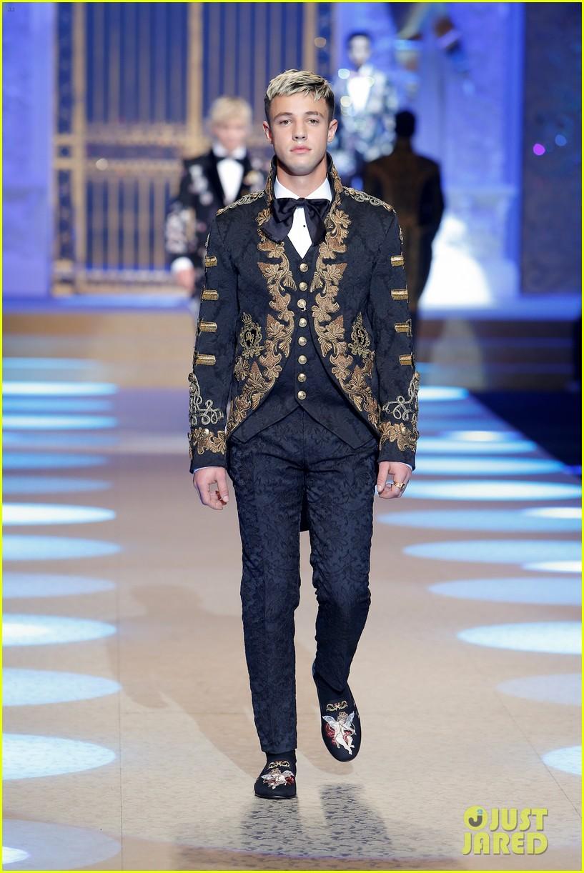 celeb kids rock the runway for dolce gabbana milan show 034014819