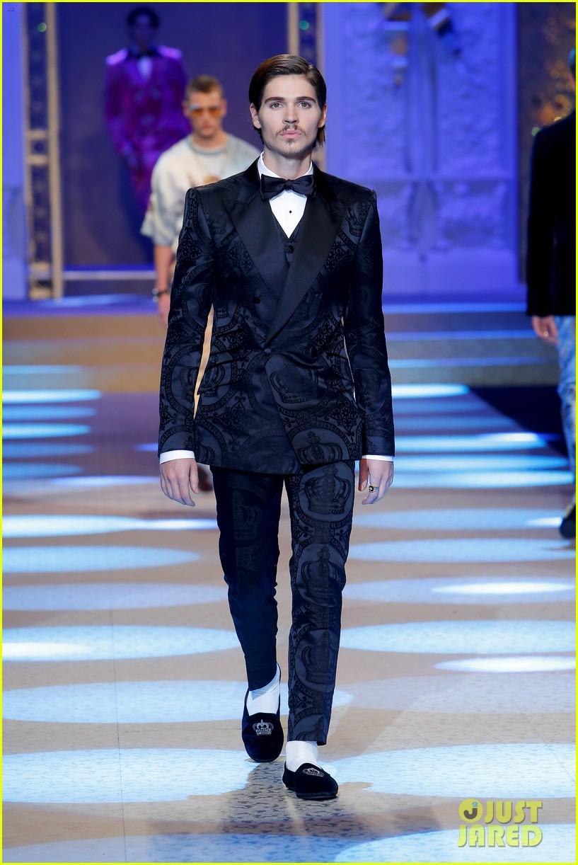 celeb kids rock the runway for dolce gabbana milan show 054014821