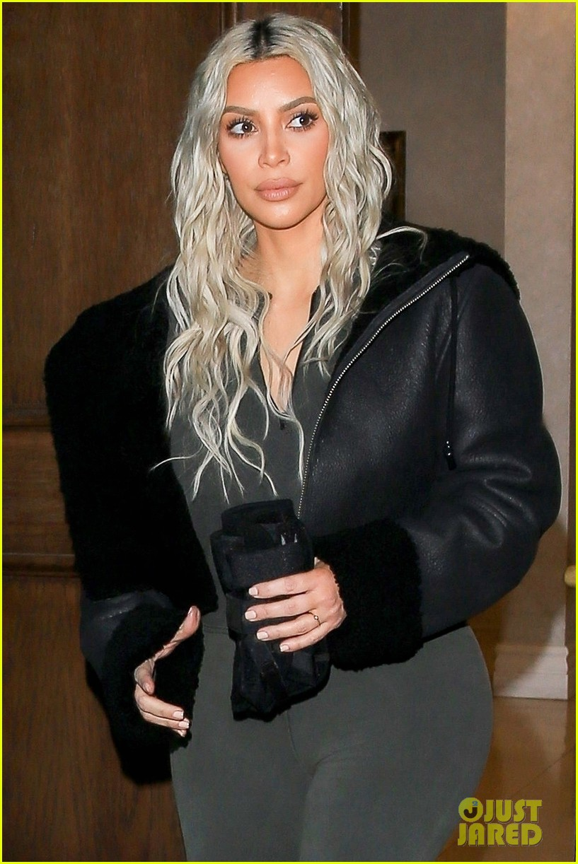 kim kardashian surprised with flash mob 044014069