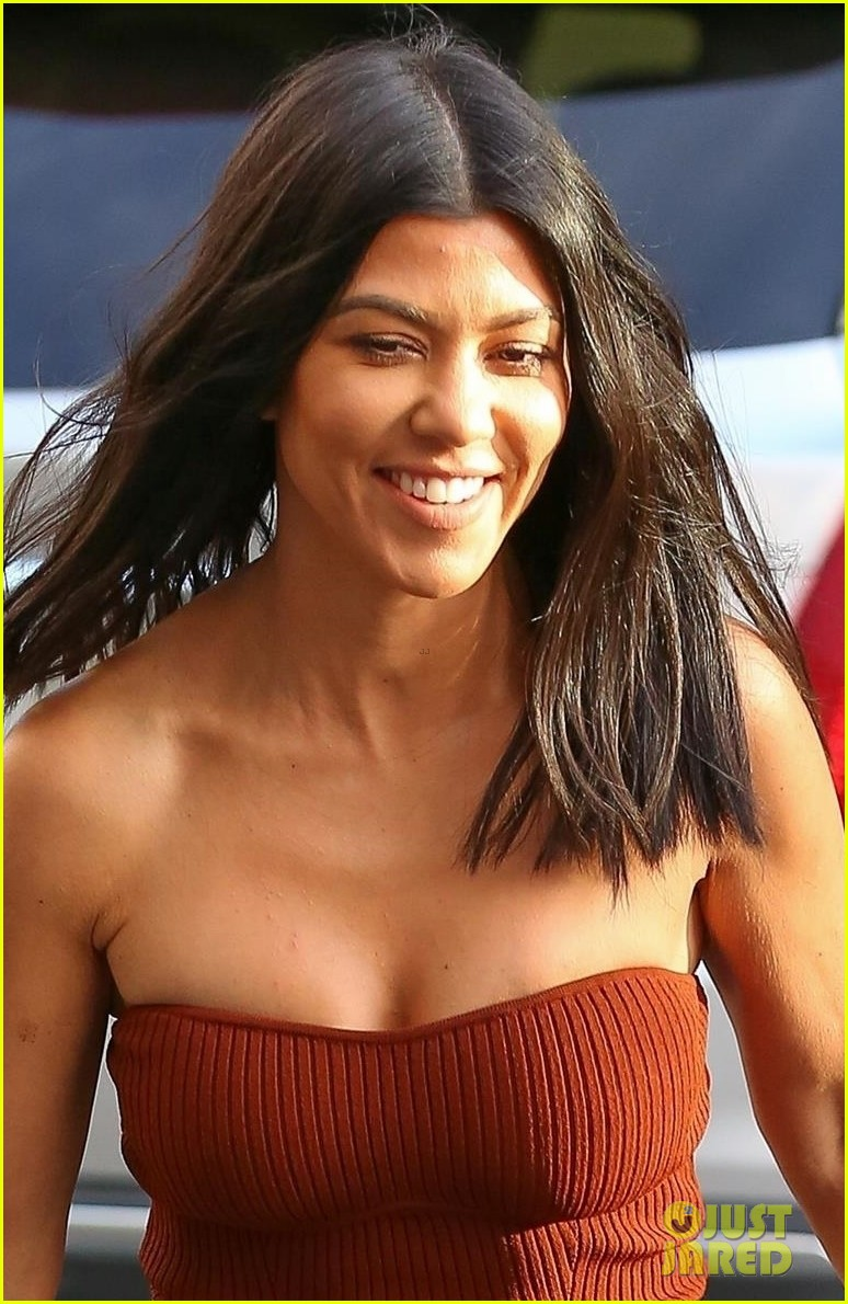 kourtney kardashian shares another cheeky bikini photo from vacation 044021339