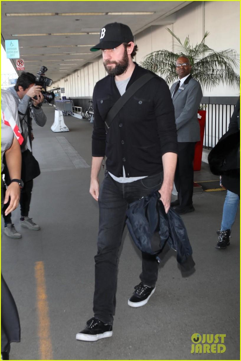 d1b5dc36d24 John Krasinski Rocks Full Beard Arriving at LAX!  Photo 4024931 ...