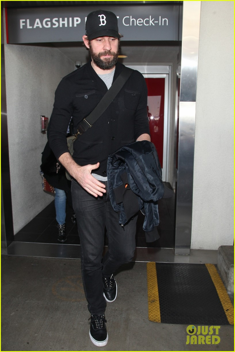 e28587de691 John Krasinski Rocks Full Beard Arriving at LAX!  Photo 4024933 ...