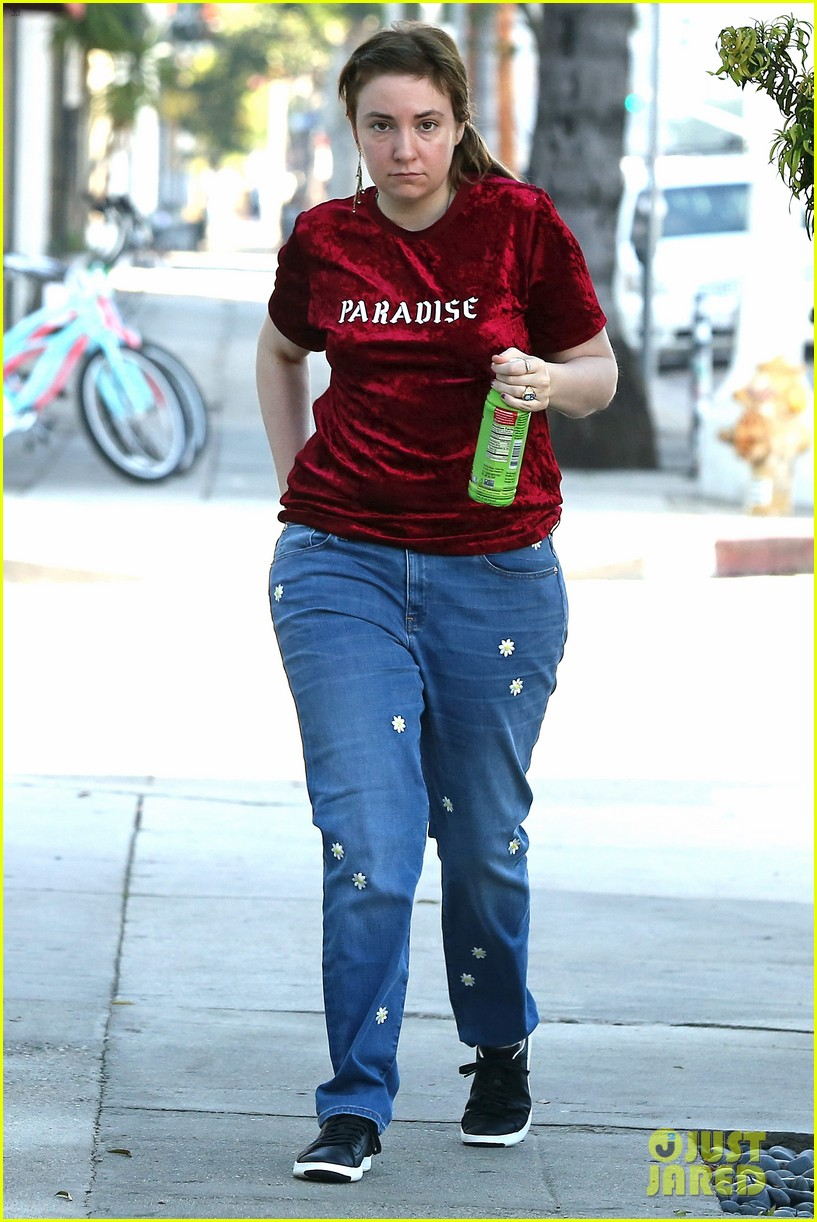 lena dunham steps out after breakup 014014049